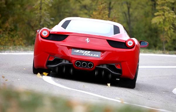 Как помочь клиенту представить Ferrari на загородной дороге